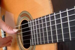 come-suonare-la-chitarra-classica-la-mano-destra