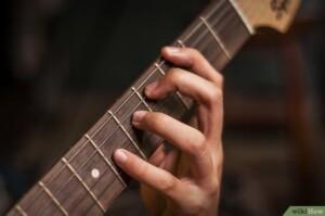 mano sinistra chitarra classica