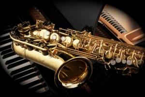sassofono su un pianoforte